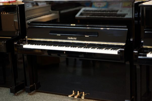 Japan Used Piano Yamaha U2E - front